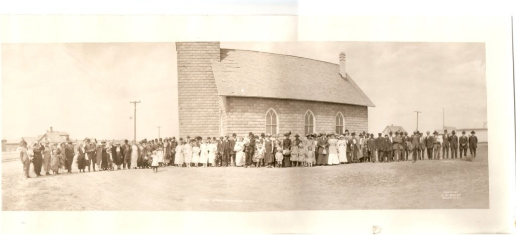 German Lutheran Congregation in front of the United Lutheran Church in 1915